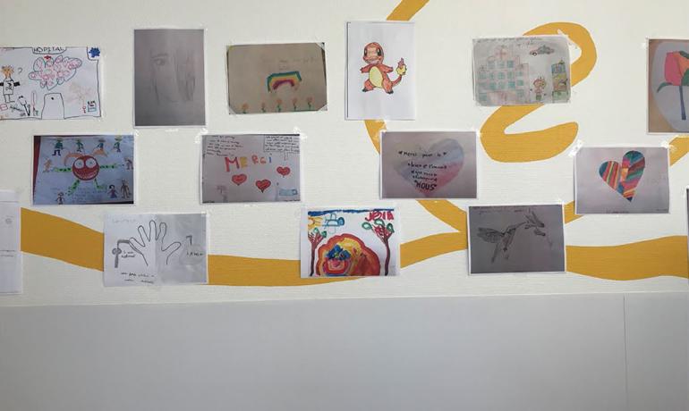 Collecte de dessins des enfants de l'école pour l'hôpital de Créteil