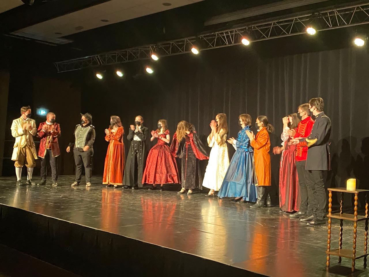 Représentation théâtrale « Répliques en scène » par nos élèves de 3ème bleu du club théâtre