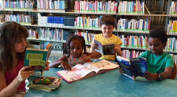Les maternelles vont à la bibliothèque